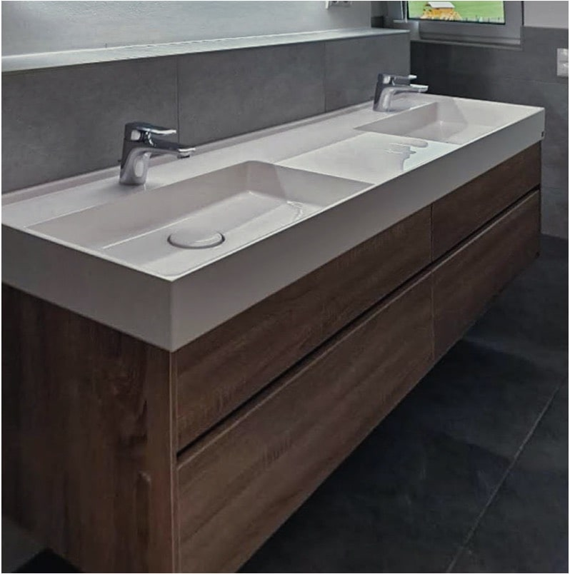 a double sink in light ceramic installed by my assembly team